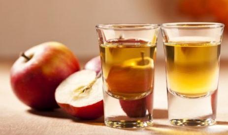 Il nurchetto, il gustoso liquore alla mela annurca.