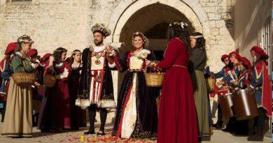 La disfida dei Santomango per la bella Bianca da Procida in corteo storico al MelaDay